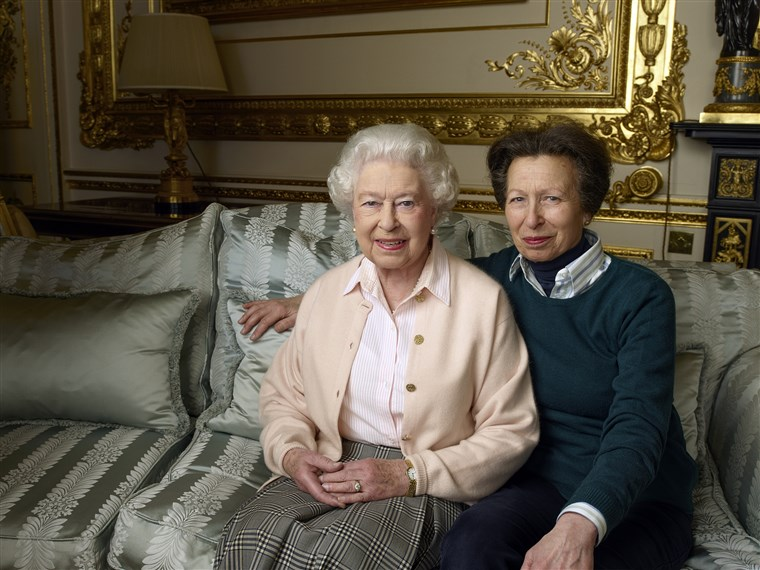 रानी Elizabeth and Princess Anne