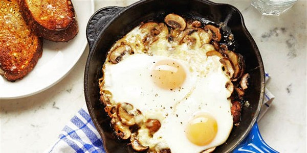 Sült Eggs with Mushrooms