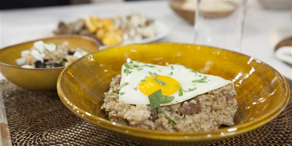 Ízletes Oats with Bacon, Mushrooms, Fried Egg