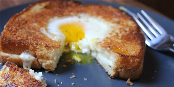 Grillezett Cheese Egg-in-a-Hole