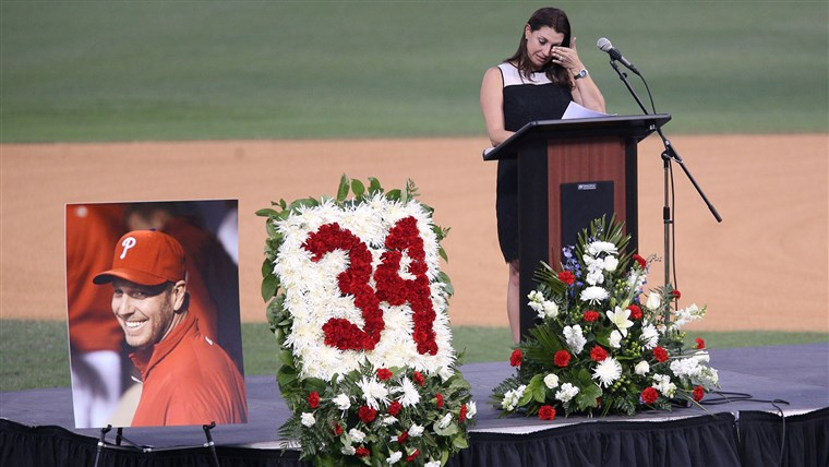 छवि: Brandy Halladay honors husband Roy Halladay in Clearwater