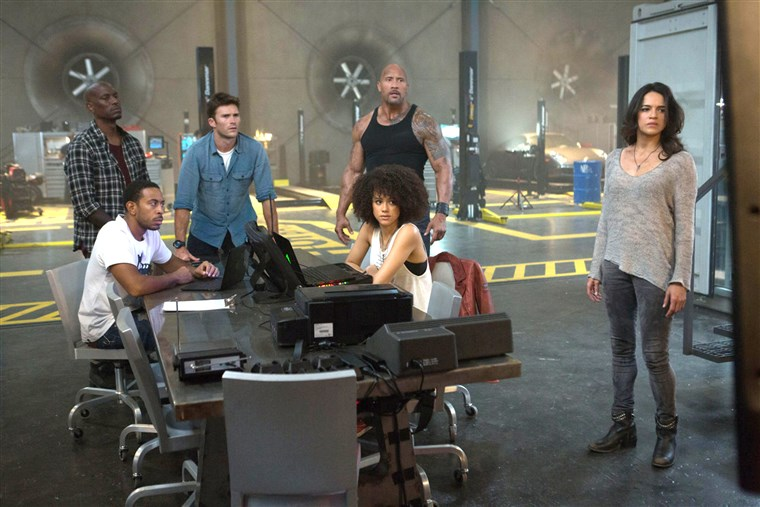 GYORS & FURIOUS 8 (2017) TYRESE GIBSON LUDACRIS SCOTT EASTWOOD DWAYNE JOHNSON NATHALIE EMMANUEL MICHELLE RODRIGUEZ F. GARY GRAY