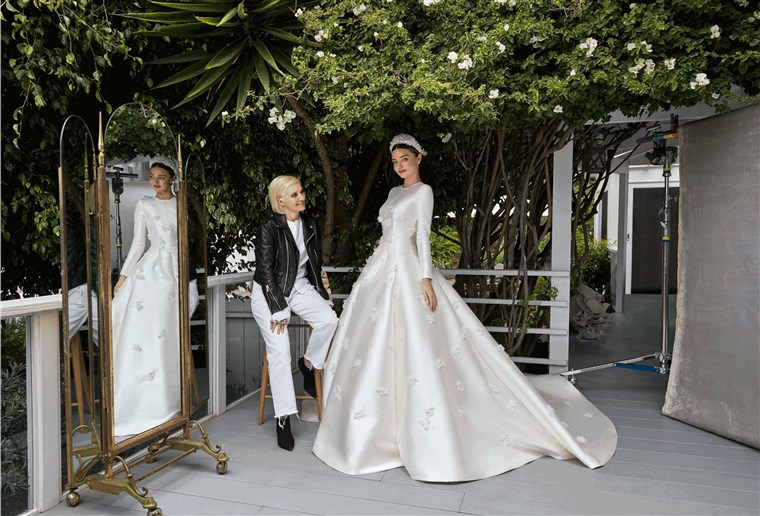 केर's dress marked the first bridal gown that artistic director Maria Grazia Chiuri designed for Dior.
