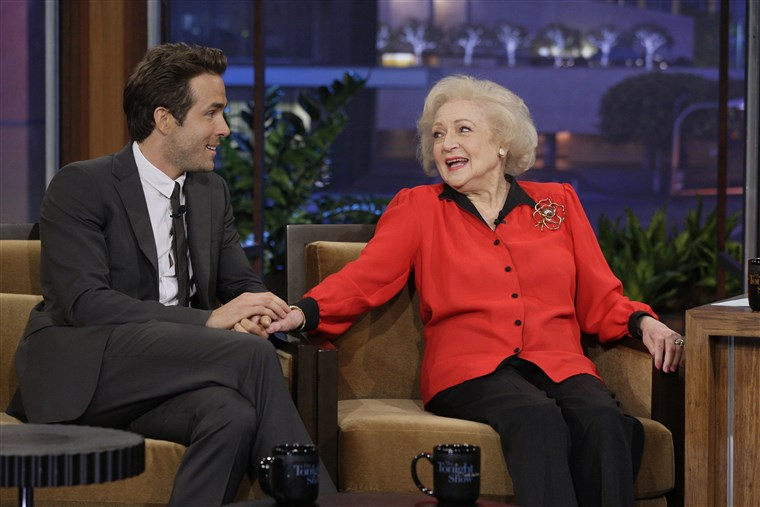रयान Reynolds and Betty White