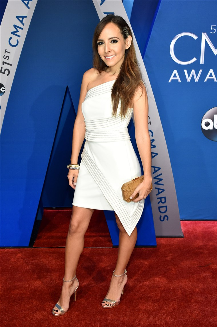 ה 51st Annual CMA Awards - Arrivals
