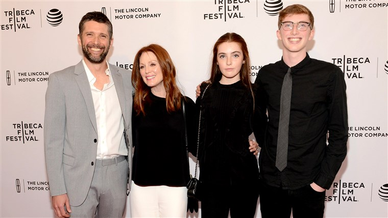 Julianne Moore, Bart Freundlich and children