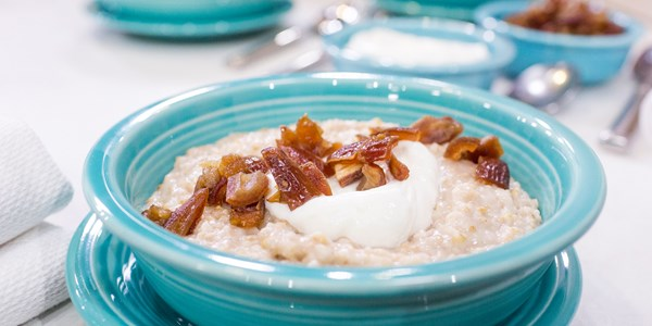 Zemljani lonac-lonac Coconut Cinnamon Oatmeal with Dates