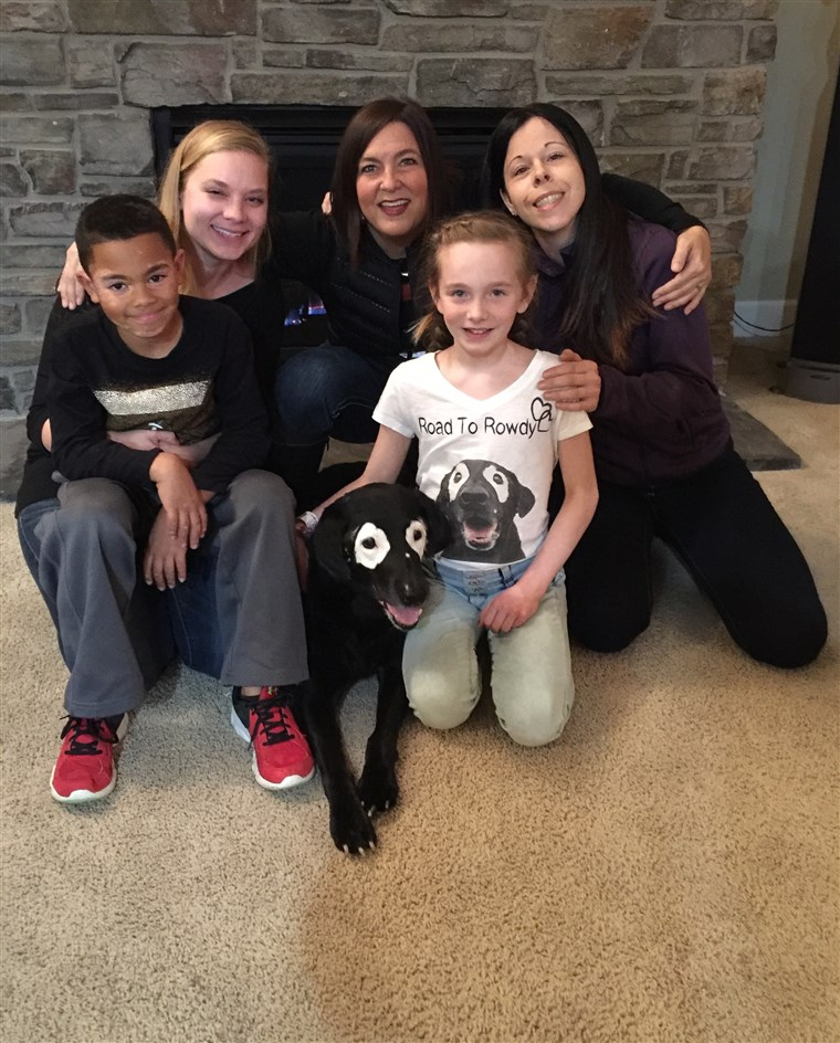 निकी Umbenhower with Rowdy, Julie Brown, Ava, 10, Stephanie Adcock, and Carter, 8.