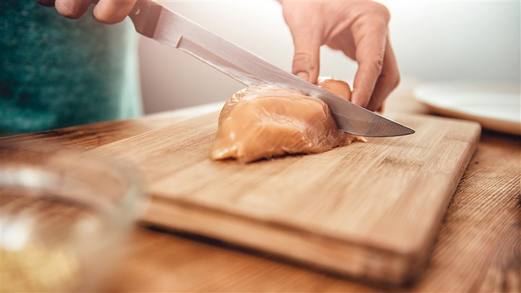 Novi touch-free packaging from a British grocery chain aims to prevent having to handle raw chicken before cooking it.