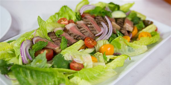 Tajlandska Salad with Grilled Dry-Aged Beef