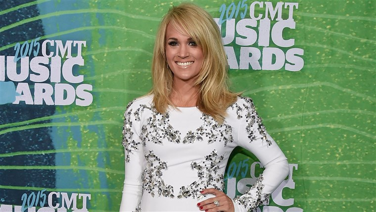 कैरी Underwood arrives at the 2015 CMT Music Awards