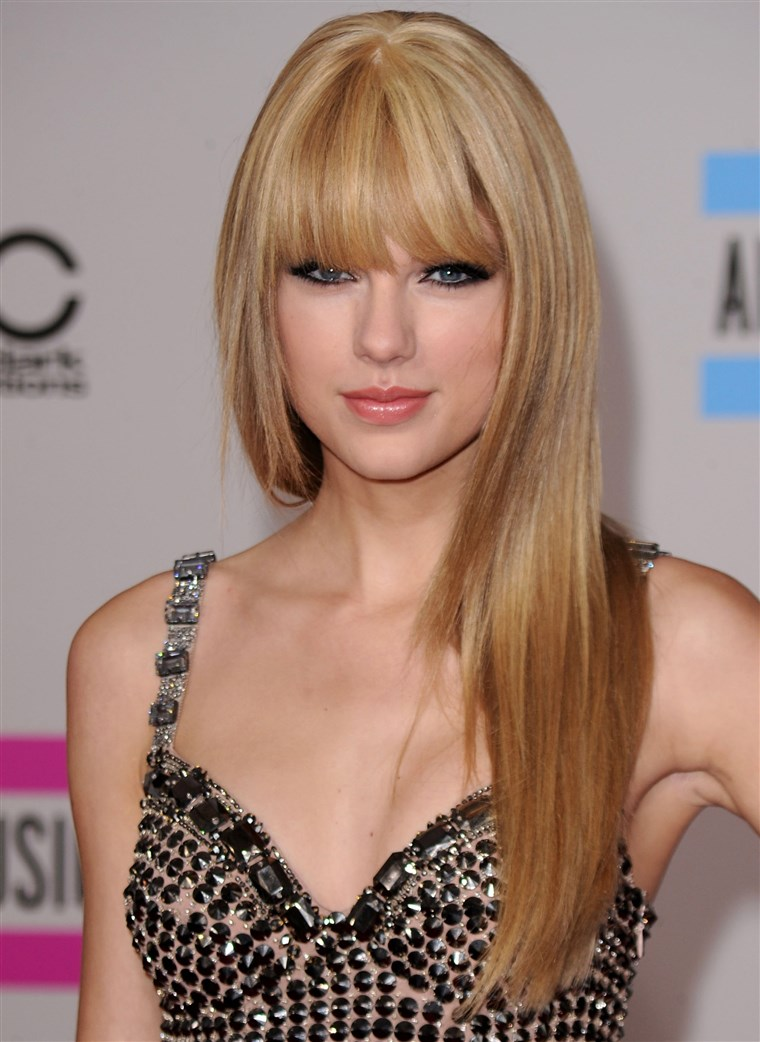 टेलर Swift arrives at the 2010 American Music Awards.