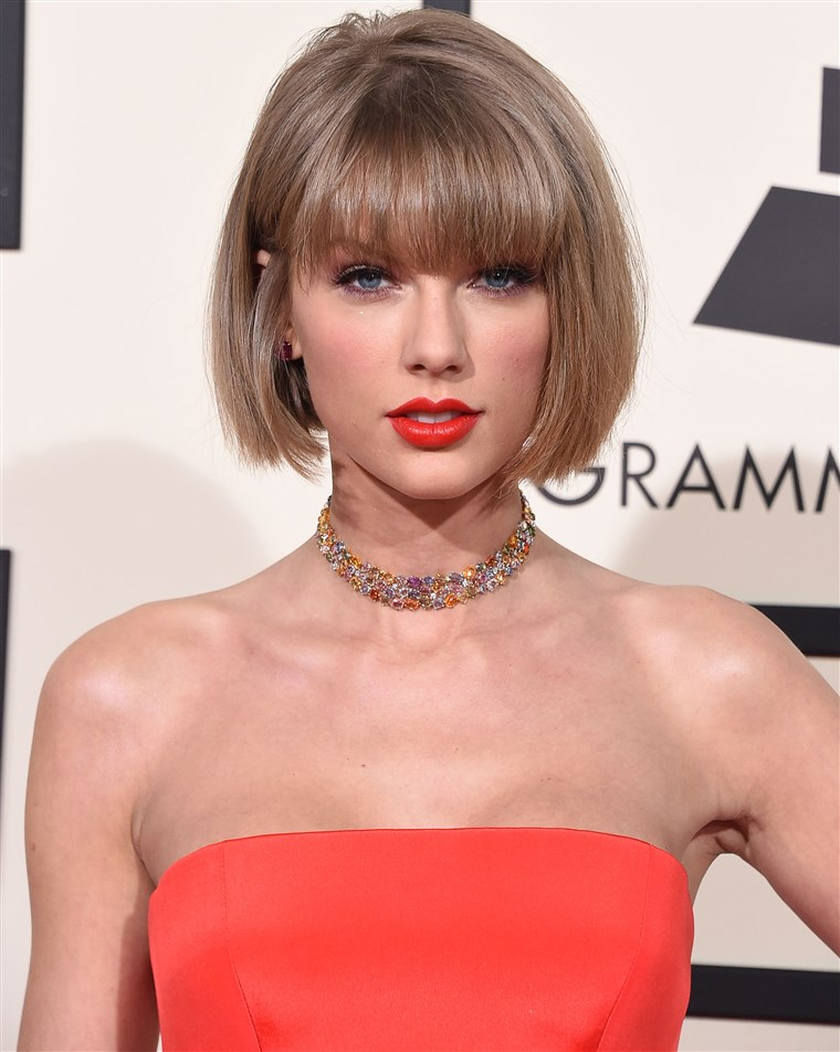 टेलर Swift arrives at the Grammy Awards at Staples Center on February 15, 2016.