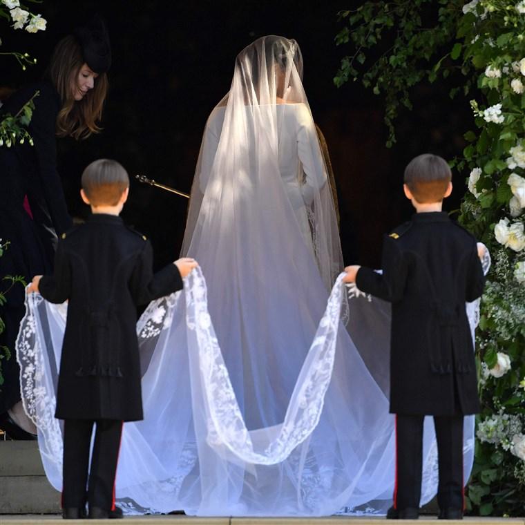Esküvői ruha vonat csatlakozni