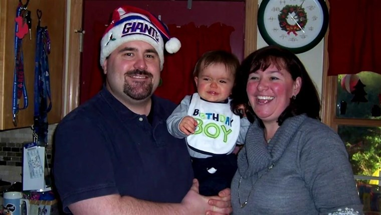 Richard and Samantha Specht hold baby Rees before the tragedy.