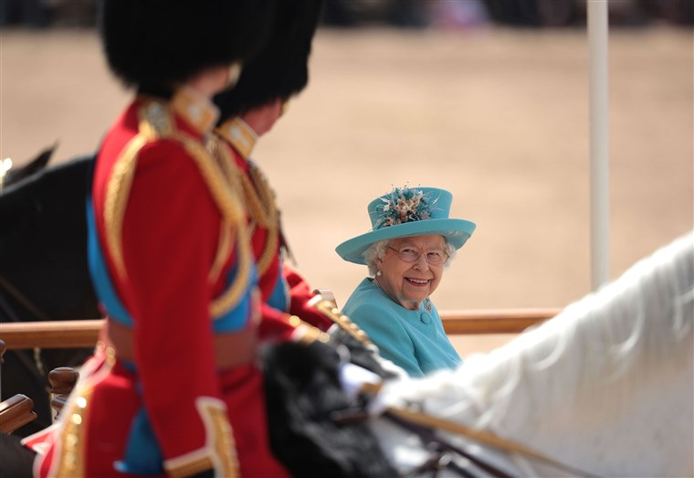 एचएम The Queen Attends Trooping The Colour