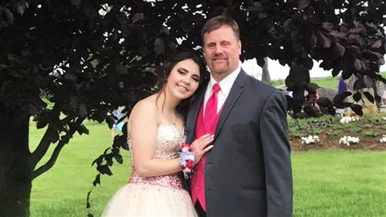 रॉबर्ट Brown made sure his late son's girlfriend, Kaylee Suders, had a senior prom to remember.