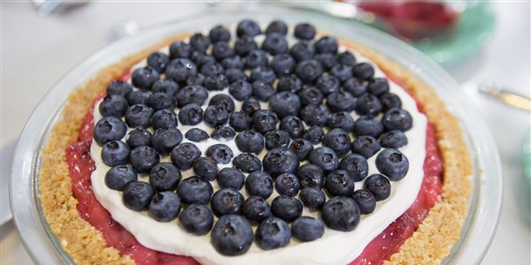 लाल, White and Blueberry Pie