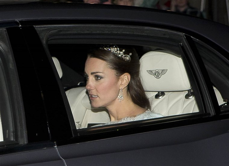 रानी Kate, as she headed to Buckingham Palace reception in 2013.