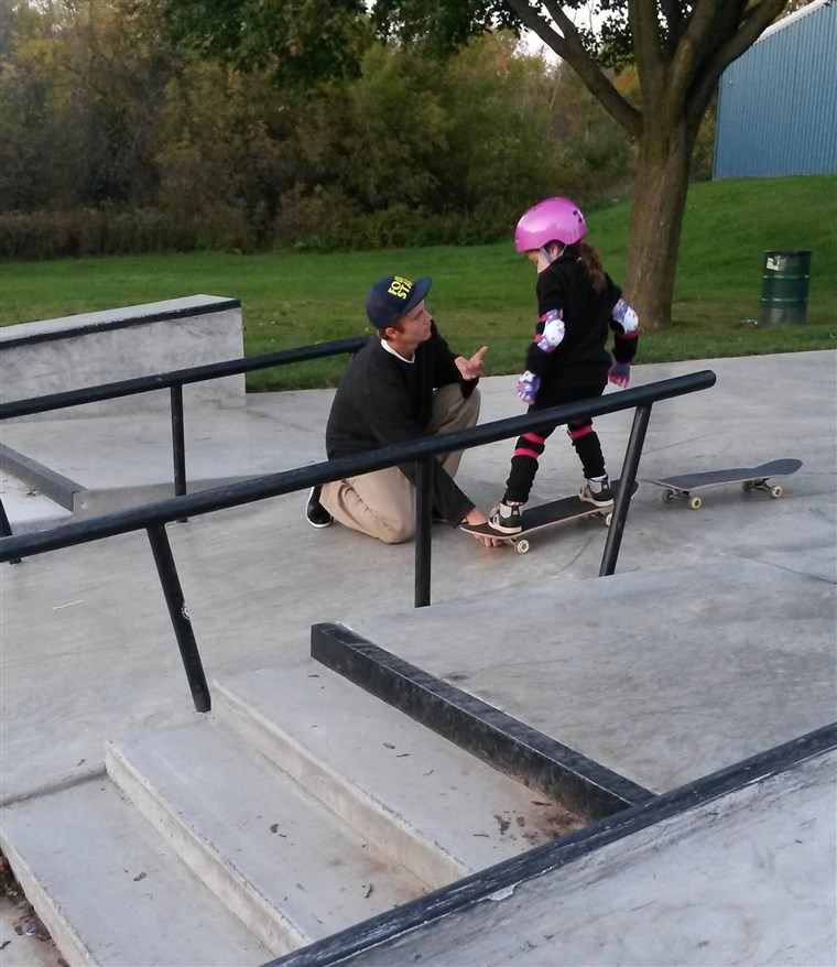 היקר teenage boy at skate park