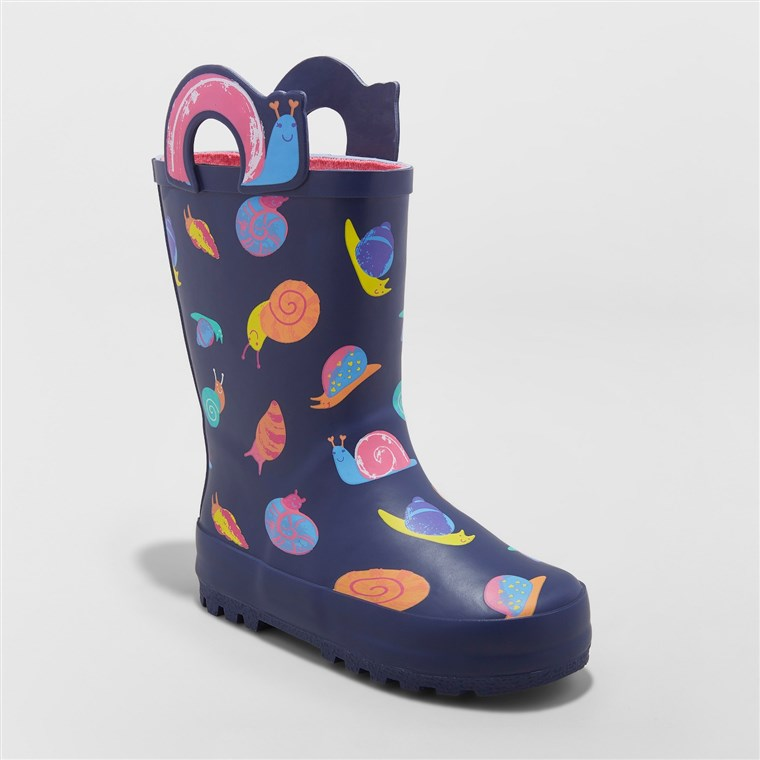 Puž-print rain boots perfect for spring.