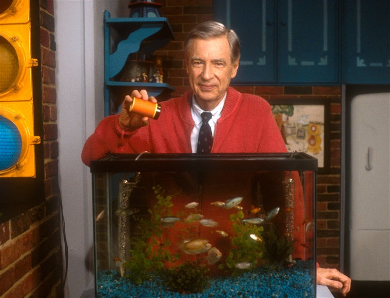 Után a 5-year-old blind girl wrote a letter to Rogers asking him to tell her when he fed his fish, Rogers began narrating the feeding of his goldfish in every episode.
